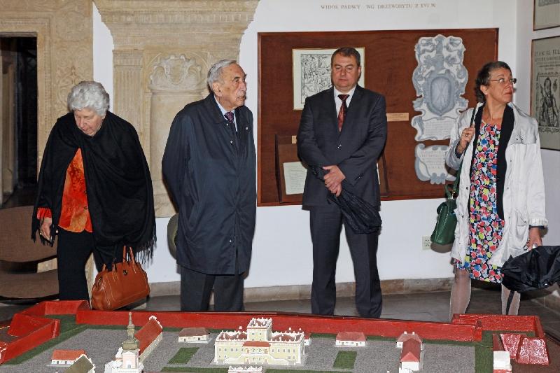 Wizyta Premiera RP – Pan Tadeusza  Mazowieckiego oraz Pani dr Zofii Kułakowskiej wraz z córką Krystyną  w Muzeum Zamojskim.